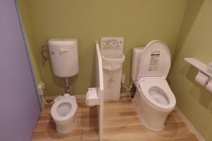 トイレ大人用、こども用に分かれています。