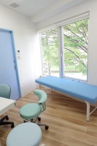 隔離室感染性の強い疾患が疑われる患者様には専用の待合と診察室を設けています。